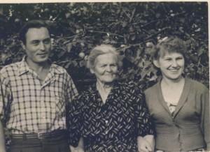 С женой и бабушкой Симой.