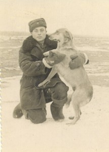 На полигоне, с преданной собакой Куткой.