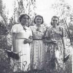 1957. С подругами