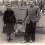 1959, 2 мая. С маленькой дочерью