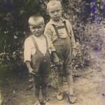Валентин с другом 1939 г.