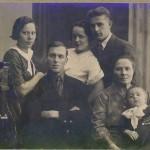 Родители :Зоя и Александр, тетушка с мужем и бабушка Таня, 1935 г.