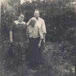 ок. 1968 г. Зинаида, Александр и его мама Серафима. Харьков, Журавлевка.