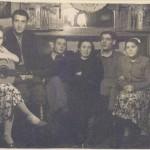 1956. С друзьями дома, на Щедринском.